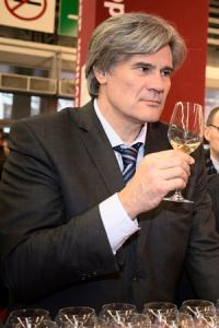Stéphane Le Foll, le ministre de l'Agriculture, a rassuré la filière concernant la possibilité d'une taxation sur le vin. © G. DEFOIS