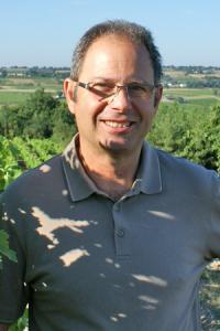 Philippe Delesvaux, vigneron bio à Saint-Aubin-de-Luigné (Maine-et-Loire). © P. TOUCHAIS