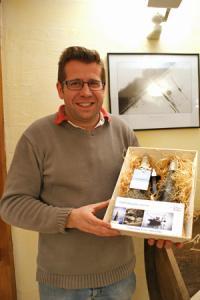 Philippe Socheleau, viticulteur à Saint-Aubin-de-Luigné (Maine-et-Loire), proposait à la vente un coffret original très iodé. © P. TOUCHAIS