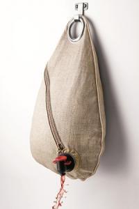 Obag' est une sacoche dans laquelle il suffit d'insérer la poche de vin du Bag-in-Box pour avoir un contenant design.