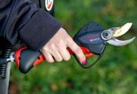 Infaco Electrocoup F3010 : le sécateur qui va comme un gant. © P. ROY