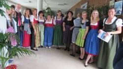 La délégation bavaroise (Allemagne), avec quatre jeunes horticulteurs, paysagistes et fleuristes en apprentissage, leurs professeurs et des organisateurs de jumelages.