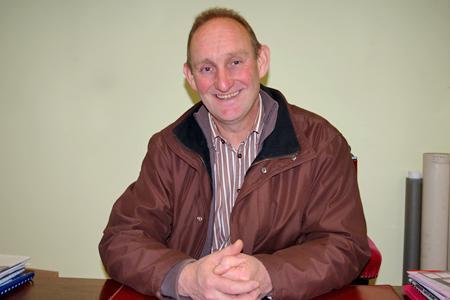 Alain Gaidon est l'actuel maire de Saint-Julien, dans le Rhône. Il est aussi viticulteur sur 9 ha de beaujolais. © D. B.