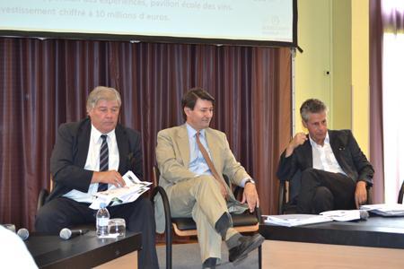 Assemblée générale du BIVB le 5juillet. De gauche à droite: Michel Baldassini (viticulteur), président délégué du BIVB, Pierre-Henry Gagey (négociant), président du BIVB, et Alain Suguenot, maire de Beaune (Côte-d'Or). ©C.MICHELIN