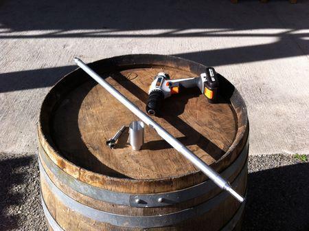 Le «barriscope» est un outil fait-maison qui simplifie les prélèvements de bois à l'intérieur d'une barrique.
