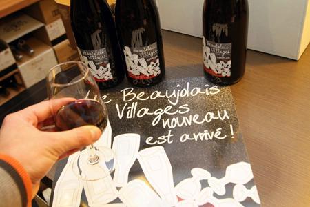 Le Beaujolais met en vente environ 230 000 hl de beaujolais et de beaujolais villages nouveaux, soit un peu moins de 31 millions de bouteilles. © MAXPPP/J.-F. FREY