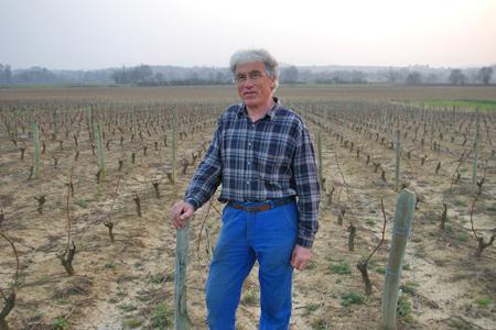 """""""Mes deux parcelles plantées en chardonnay ont été exclues de l'aire d'appellation Bourgogne en 2011 par un décret qui vient d'être annulé"""", déplore Benoît Chastel, un viticulteur installé à Charentay (Rhône). © D. B."""
