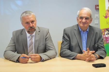 Boris Calmette (à gauche) succède à Denis Verdier à la tête de la CCVF lors de son quarantième congrès organise à Chalon-sur-Saône (Saône-et-Loire) du 3au 7juillet 2012. © A. AUTEXIER