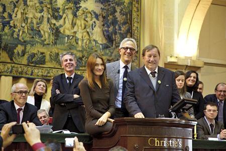 Carla Bruni-Sarkozy et Guy Roux ont fait monter les enchères lors de la vente des vins des Hospices de Beaune (Côte-d'Or).
