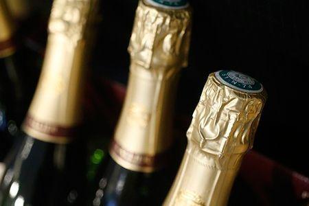 Champagne : Il faut sauver le vendeur en bouteilles. © PHOTONONSTOP