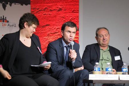Véronique Guérin, du Bureau européen de l'agriculture (BEA), Bernard Farges, président de la Cnaoc, et Thierry Coste, président du groupe vin au Copa-Cogeca. © A. AUTEXIER