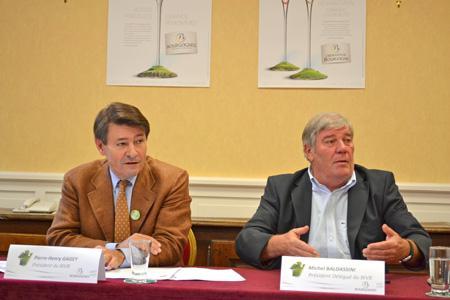 Le négociant Pierre-Henry Gagey, également président du BIVB, et Michel Baldassini, viticulteur et président délégué de l'interprofession, ont fait un état des lieux de la production en Bourgogne le 3octobre 2012. © C. MICHELIN