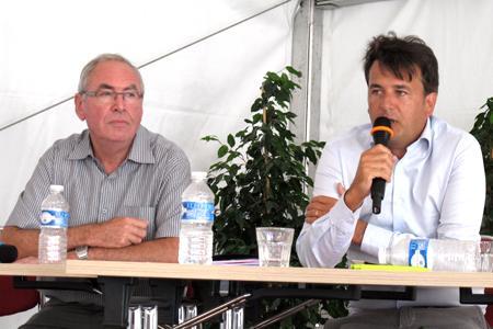 Gilbert Jenny (à gauche), le président sortant de la FFPV, et Miguel Mercier, des pépinières du même nom. © C. STEF