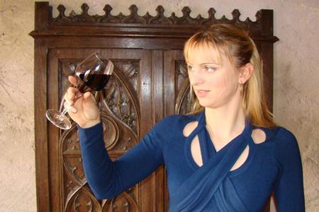 Jessica Aubert, du château Nodot, à Saint-Christoly-de-Blaye, en Gironde, est intarissable sur son vin et ses projets dans l'épisode de la web-série «Blaye Friday»qui lui est consacré.