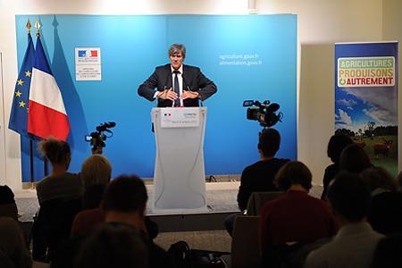 Stéphane Le Foll, ministre de l'Agriculture, lors de la conférence de presse du 9octobre 2012, occasion d'un premier bilan du plan Écophyto. © Y. CAINJO/GFA