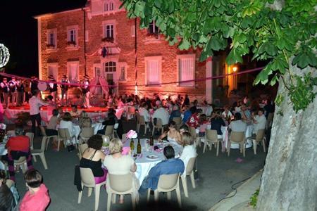 « Rosé, nuits d'été » se tiendra dans une trentaine de villages jusqu'au 6 juillet.
