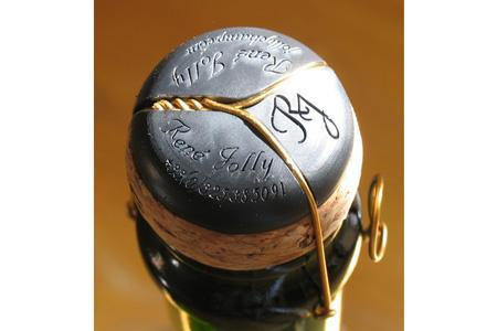 Champagne : Naissance d'un solide muselet à trois pattes.