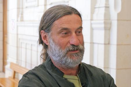 Olivier Cousin, viticulteur condamné pour avoir utilisé une appellation sur des bouteilles de vin de France. © P. TOUCHAIS