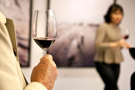 Un verre de vin rouge par jour retarde le déclin cognitif. ©P.ROY