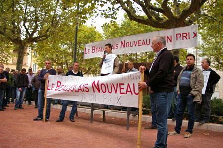«Unis et solidaires, les vignerons du Beaujolais ont manifesté vendredi 25septembre pour obtenir de meilleurs prix de la part du négoce.» ©D.B.