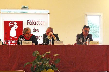Pierre-Étienne Garzaro, au centre, président de la Fédération des Vignerons indépendants de la Gironde, estime que les cours des bordeaux sont insuffisants.