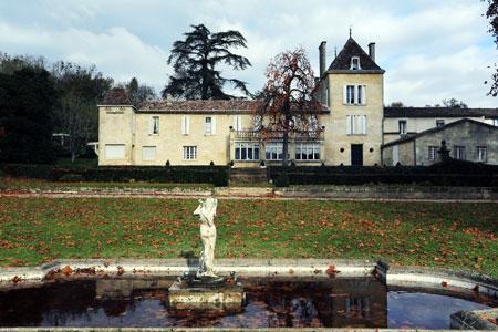 Comme de nombreuses propriétés bordelaises, le Château Bellefont-Belcier, saint-émilion grand cru, est passé sous pavillon chinois. ©AFP PHOTO/ N.TUCAT