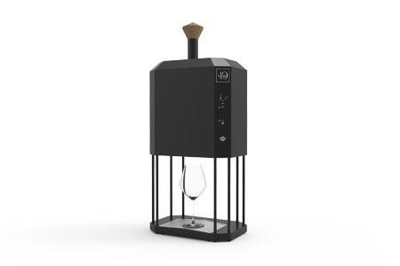 Conçu par la start-up 10-vins, le prototype de la machine D-Vine aère le vin et le sert à la température idéale. ©10-VINS
