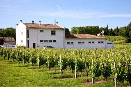 L'école communale de Villeneuve-de-Blaye (Gironde) dont les élèves ont été intoxiqués suite à un traitement phyto. ©P.ROY