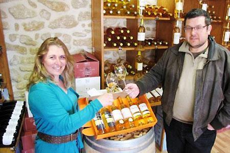 Christelle Desqueyroux, vice-présidente de lacave Sauternes Vignerons, et Éric Pothier, président.