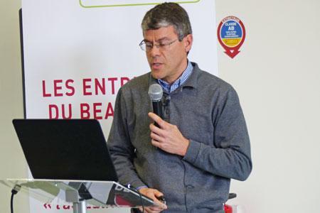 Lors des Entretiens duBeaujolais, le 19mars, Jean-Yves Cahurel, del'IFV, a présenté les résultats del'étude comparant les différents modes de conduite de lavigne. ©C.STEF