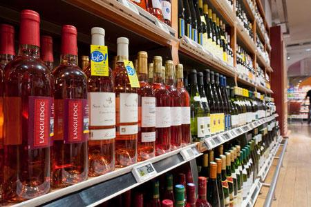 Le prix du vin bio reste leprincipal frein à laconsommation. ©Y.Cainjo/GFA