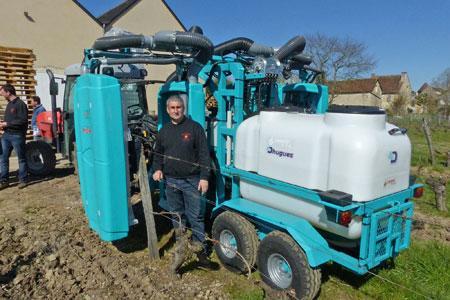 Charles Pain a acquis en 2015 un deuxième appareil de pulvérisation confinée Koléos. ©M. CAILLON