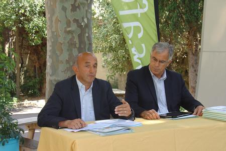 Dominique Granier (à gauche), président de la Safer, et Frédéric André, le directeur général, lors de la conférence de presse. © M. Trévoux