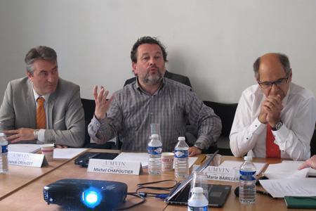 «Toutes les crises de surproduction ont été provoquées par des dérives malthusiennes», a répété Michel Chapoutier, le président de l'UMvin, critiquant les orientations défendues par la production viticole. De gauche à droite: Franck Crouzet (Afed), Michel Chapoutier (UMvin) et Jean-Marie Barillère (CEEV).
