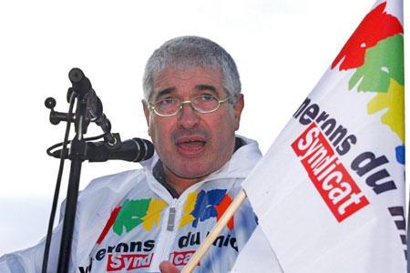 Philippe Vergnes, président du syndicat des vignerons du Midi, est habitué à haranguer les foules, comme ici lors d'une manifestation de viticulteurs à Montpellier en novembre 2009. © P. PARROT