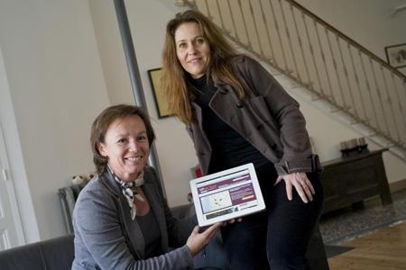 Les deux créatrices du site sont Estelle de Pins, spécialiste de l'œnotourisme et Corinne Peron-Magnan, webdesigners et conceptrice d'interface. © J. BAUDOUIN