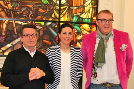 Le restaurateur Jean-Pierre Xiradakis (à gauche) et le consultant Olivier Dauga, créateurs prix Raisin, ont remis cette récompense à Amandine Giret, du château Côtes de Rigaud.