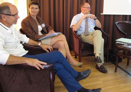 De gauche à droite, Jean-Marie Barillère, président du Cniv, Marie-Laetitia des Robert, du cabinet BIPE et André Barlier, de FranceAgriMer. ©C.STEF