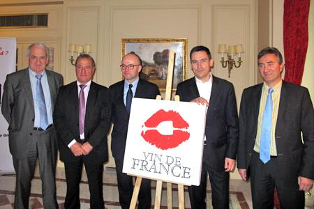 De gauche à droite : Denis Verdier (CCVF), René Moreno (Anivin), Laurent Delaunay (entreprise Badet Clément), Etienne Maffre (entreprise Gabriel Meffre) et Franck Crouzet (entreprise Castel). © A. AUTEXIER