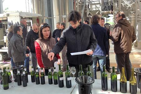 Acidification des vins : une dégustation convaincante dans l'Hérault. © M. TREVOUX