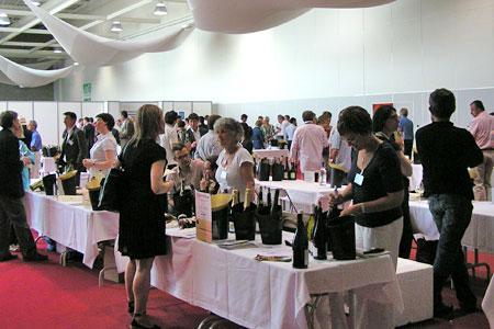 Une cinquantaine de vignerons adhérents Terra Vitis ont présenté leurs vins lors d'une dégustation gratuite et ouverte à tous, le 21 juin, à Vinexpo. © CHAMBRE D'AGRICULTURE DU RHÔNE