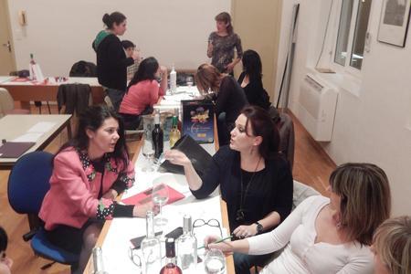 Les œnologues en herbe à l'occasion de leur troisième réunion dont le but était de choisir le packaging et le nom de ce rosé féminin proposé par la cave de Gruissan. ©CAVEDEGRUISSAN
