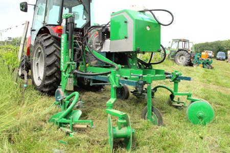 Travail du sol : deux interceps avec profondeur de travail automatique © C. DE NADAILLAC