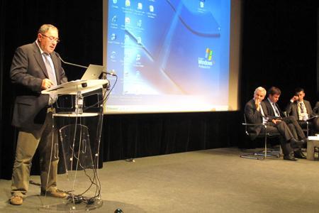 Pierre Aguilas lors de son discours de clôture du congrès de la Cnaoc à Bordeaux, le 18 mai 2011. © B. COLLARD