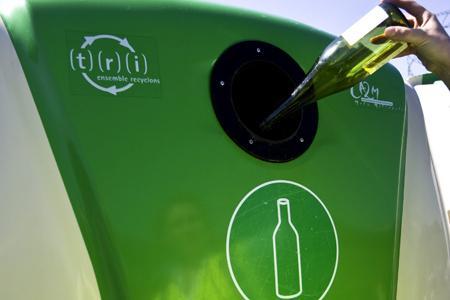 Déchets d'emballage : les contributions pour le verre et le plastique augmenteront en 2012 © C. THIRIET