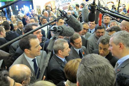 Salon de l'agriculture : Nicolas Sarkozy zappe le pavillon des vins. © B. COLLARD