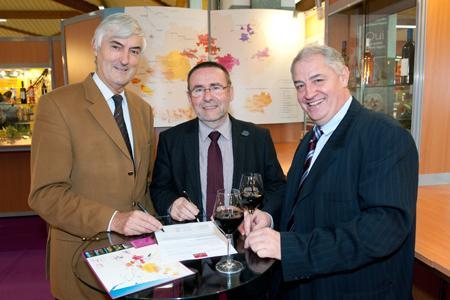 Paul-André Barriat, du CIVRB, Michel Defrances et Michel Carrère de l'IVSO. ©P.POUPART