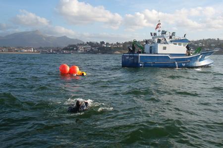 Intervention subaquatique lors des premiers essais en 2009. © E. POIRMEUR