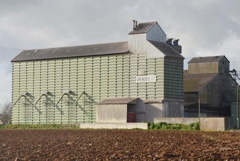 Axéréal a choisi de céder trois de ses silos et trois silos d'Agri-négoce, dont celui d'Averdon (en photo), aux Etablissements Leplâtre. © A.RICHARD
