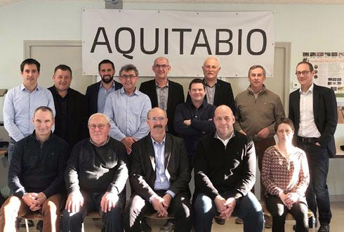 Philippe Merle, directeur du pôle agriculture Océalia (au milieu au fond), préside la SAS Aquitabio.